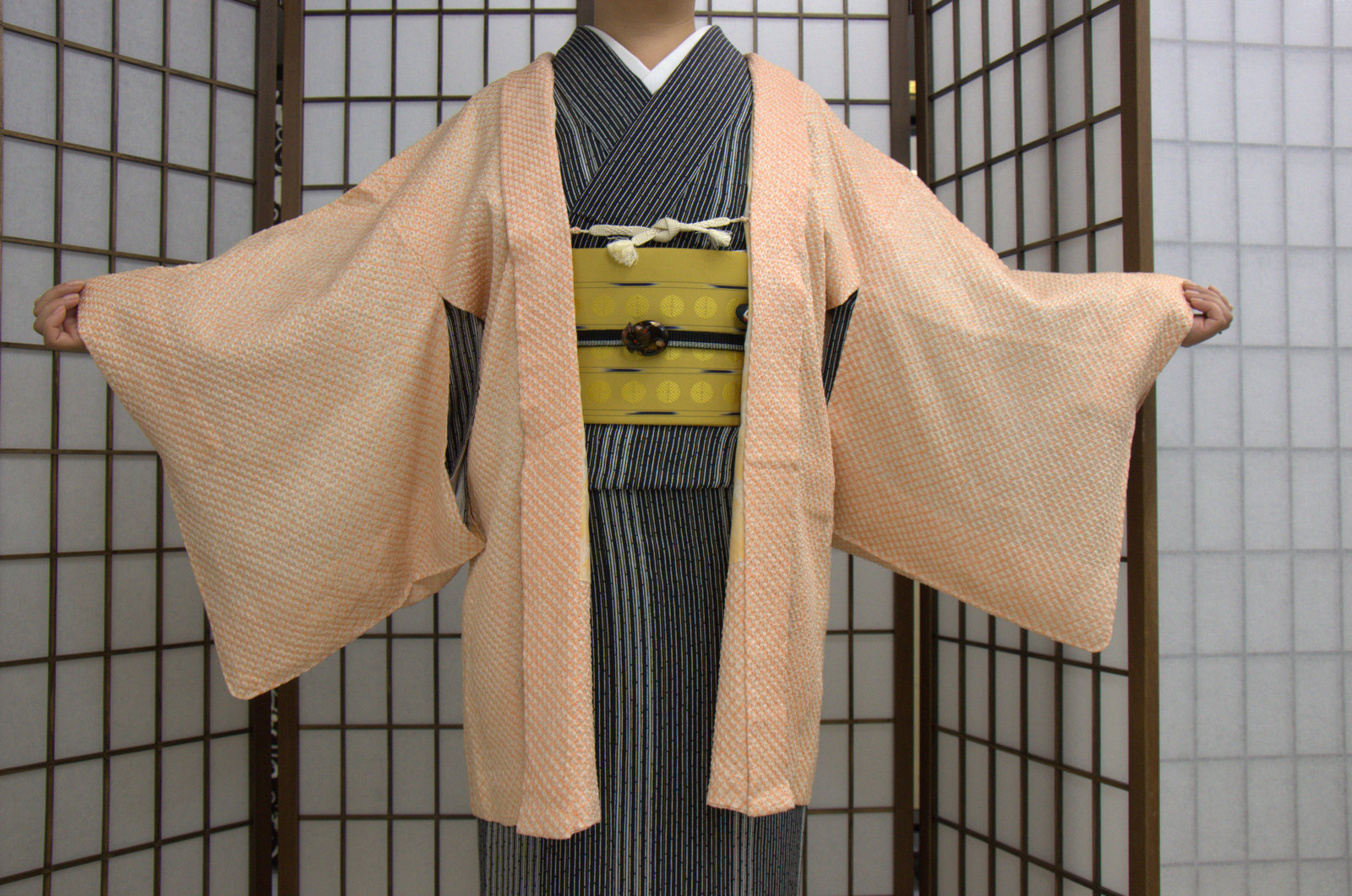 (Fuente: http://cache.kimokame.com/2012/03/Shibori_Haori_used2.jpg)